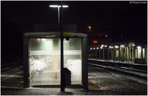 20090210_stolberghbf_wartehausmitschneematsch