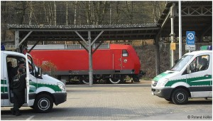 8_20090403_stolberghbf_br146mitpolizeiwagen_x1f1_f