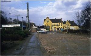 1986maerz_provisorischerparkplatz_gleis99