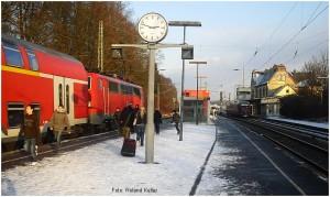 20091219_StolbergHbf_Gl1_EinfahrtBR111mitRE9_x10F1_F