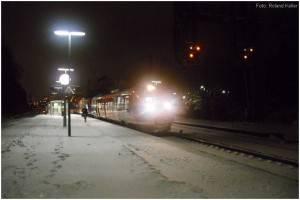 8_20100109_StolbergHbf_BahnsteigGl2_AusfahrtBR643_x7_F