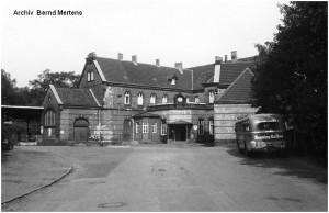 1960_10_14_StolbergHbf_Vorplatz_Bus_x1F3_F