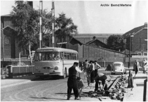 1962_09_27_Stolberg_Schnorrenfeld_Bahnuebergang_Eisenbahnstrasse_HenschelBus_x1F2_F