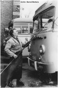 1964_1_EschweilerPumpe_Omnibusreinigung_aussen_BuessingBusNr31_x1F3_F