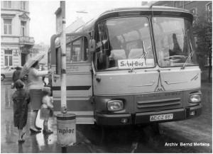 1968_08_09_Stolberg_Kaiserplatz_MagirusDeutzBus_FaKrott_Schulbuseinsatz_x1F3_F