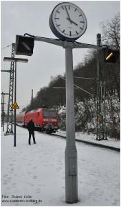 4_2013_01_20_StolbergHbf_146029_RE10126_Bahnhofsuhr_nachEisregen_x2_F