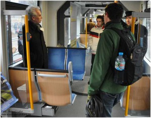 2013_03_02_Aachen_WillyBrandtPlatz_Rheinbahn_Tw3317_Diskussion_Innenraum_x8_F