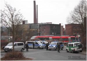 2013_04_05_StolbergHbf_Euregiobahn_Vorplatz_Polizeifahrzeuge_x2_F