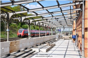 2013_05_05_StolbergHbf_BR442_RE9_Bahnsteig_Vorflaeche_Gl43_x4_F