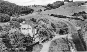 1950er_Jahre_Restaurant_Schlausermuehle_vonFalkenbachbruecke_aus_mitTramgleis_x2_F