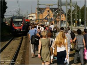 2013_07_16_StolbergHbf_Einfahrt_Euregiobahn_Andrang_x4_F294801_430070_x3_F
