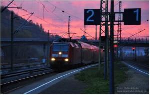 2013_11_17_StolbergHbf_146029_Einfahrt_RE1_Abendrot_x2_F