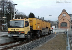 2014_02_19_StolbergHbf_Gl44_Gleisstopfmaschine_LKW_x1_F