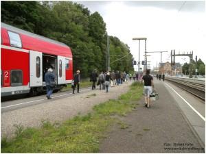 2014_05_26_StolbergHbf_Bahnsteigszene_Halt_abseits_x1_F