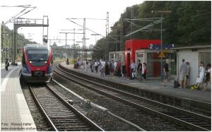 2014_06_10_StolbergHbf_wartende_Fahrgaeste_Euregiobahn_x2_F