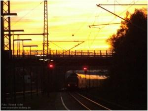 2014_10_31_StolbergHbf_RE1_Ausfahrt_Abendrot_x3_F