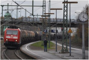2014_11_15_StolbergHbf_185134_Kesselwagenzug_x7_F