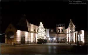 2014_11_25_StolbergHbf_Vorplatz_Christbaum_x1_F