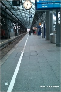 2014_12_24_KoelnHbf_leererBahnsteig_x1_F