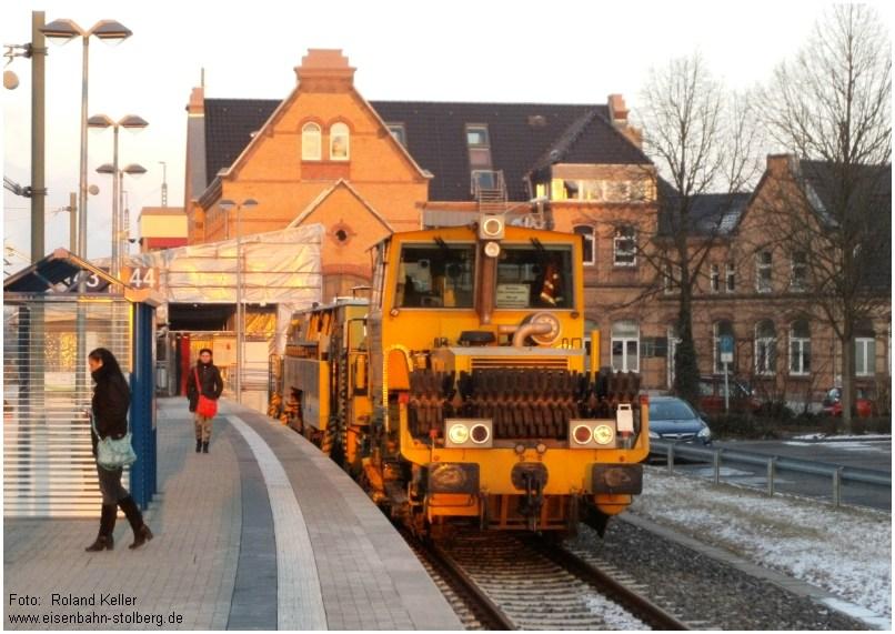 2015_02_06_StolbergHbf_Bahnsteig_Gl43u44_Gleisstopfmaschine_x13_F