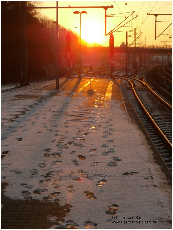 2015_02_06_StolbergHbf_Bahnsteig_Gl43u44_bei_Sonnenuntergang_x12_F