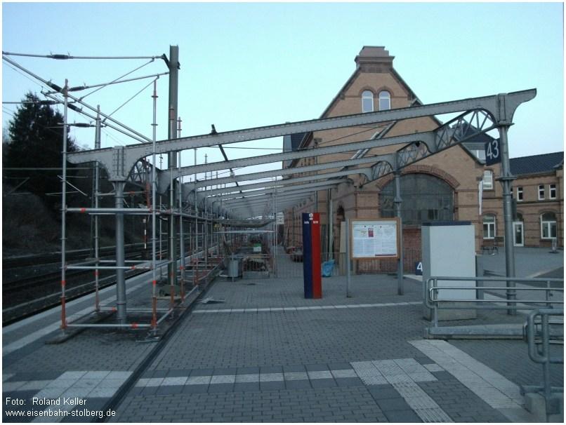 2015_03_11_StolbergHbf_saniertes_Geruest_Bahnsteigdach_Gl43_x3_F