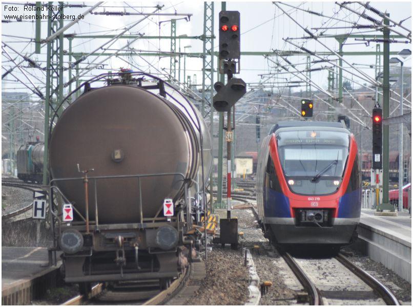 2015_04_03_StolbergHbf_643219_Begegnung_Kesselwagenzug_x2_F