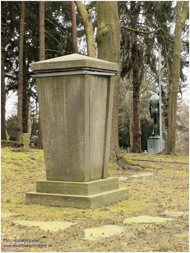 2015_04_11_Stolberg_FriedhofBergstrasse_Schippan_Denkmal_x5_F