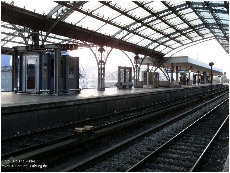 2015_04_22_KoelnHbf_Bahnstreik_menschenleerer_SBahnsteig_x2_F