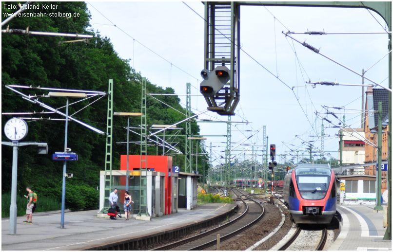 2015_06_28_StolbergHbf_Reisende_auf_Mittelbahnsteig_x3_F