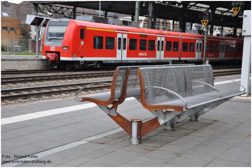 2015_08_23_AachenHbf_Sitzbank_x5_F