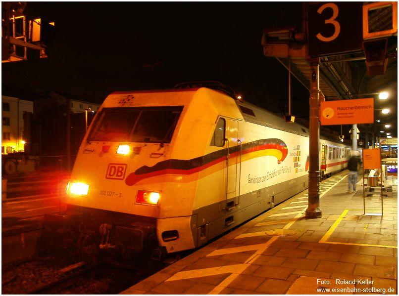 2015_10_21_Bonn_Hbf_101027_mit_IC_2319_Werbung_Einheitsfeier_Ffm_x1F3_F