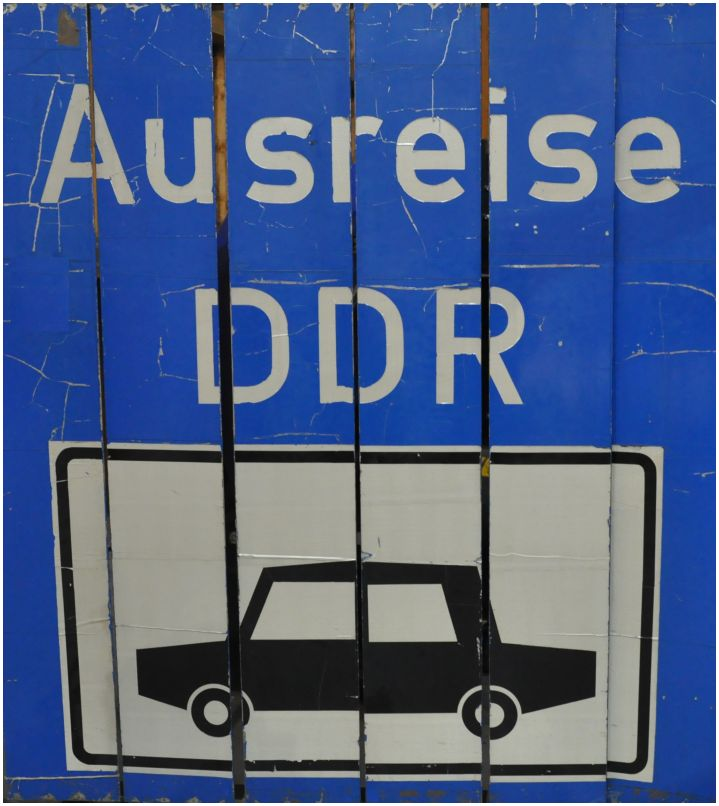 33_2015_12_05_Moedlareuth_DDR_Schild_Ausreisespur_x3_F