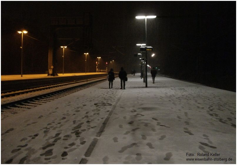 2016_02_15_Stolberg_Hbf_leichter_Schneefall_Bahnsteigszene_x3_F