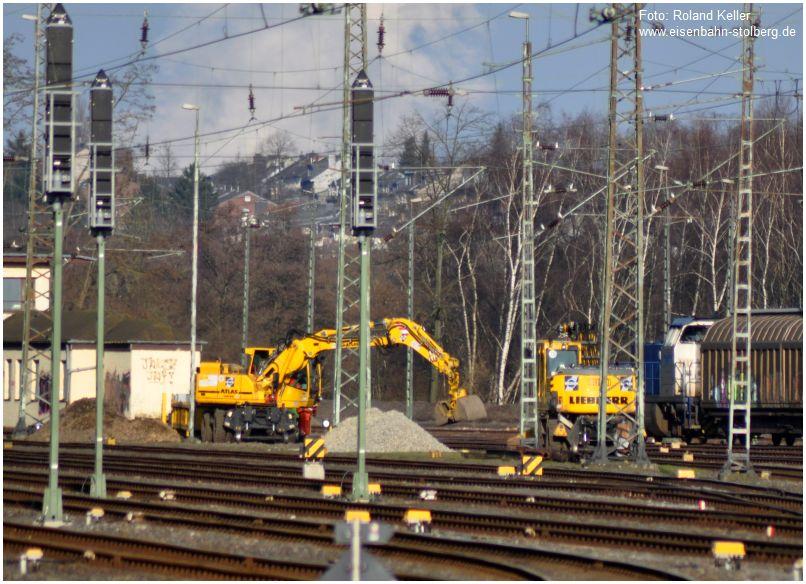 2016_02_27_Stolberg_Hbf_beiStwSr_Gleisbauarbeiten_Zweiwegebagger_Liebherr_Atlas_RE1_x5_F