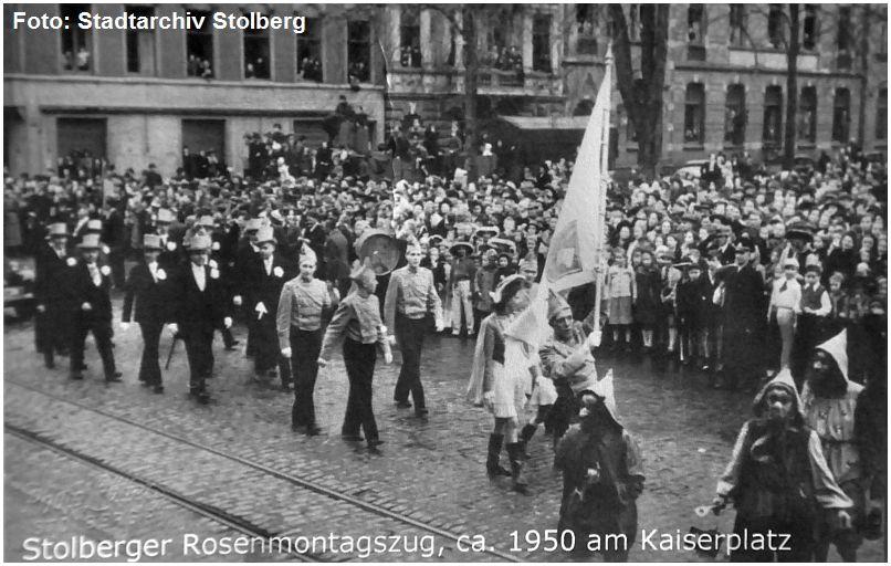 1950_Stolberg_Kaiserplatz_Karnevalszug_Tramgleis_x5_F