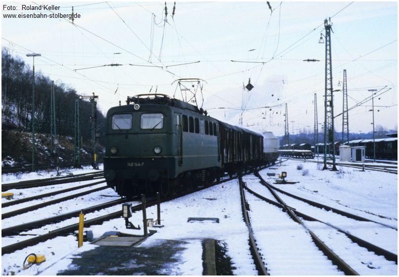 1986_01_00_StolbergHbf_140144_Ausfahrt_mitGznAC_216_xF3_F