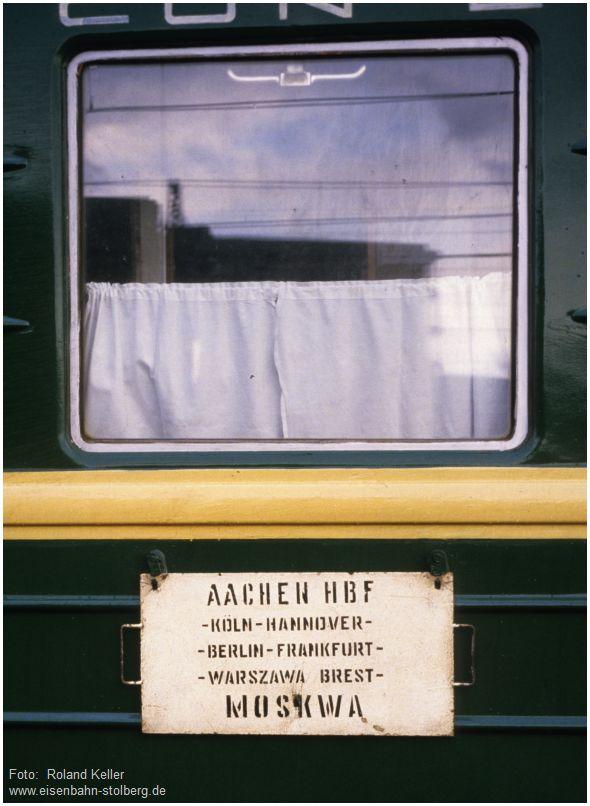 1986_03_xx_AachenHbf_Zuglaufschild_Aachen_Moskau_x1F2_F