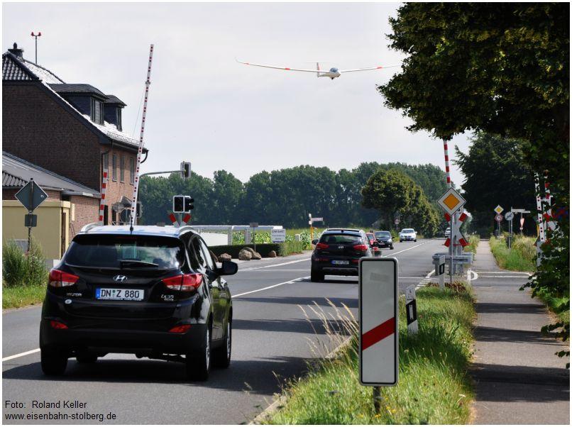 2016_07_16_Bahnuebergang_Merzbrueck_Segler_im_Landeanflug_x3_F