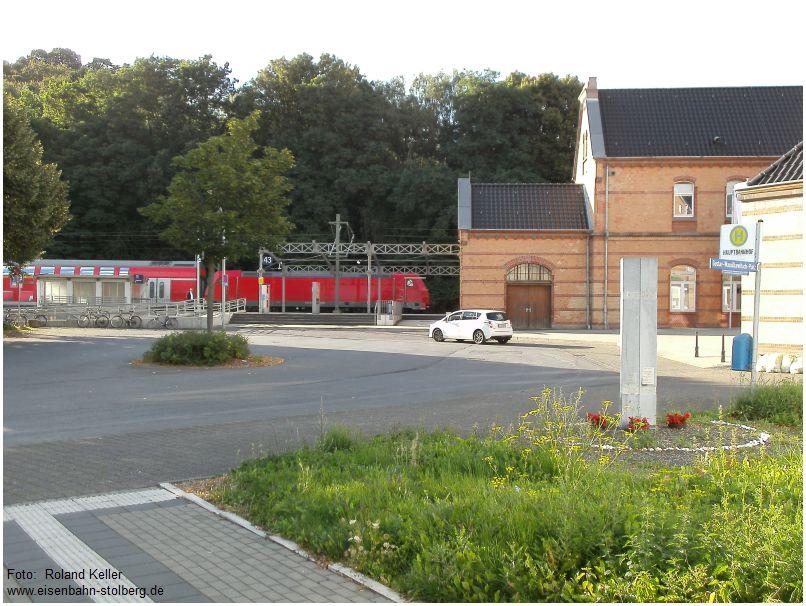 2016_08_10_Stolberg_Hbf_Blick_von_Gleis_27_auf_Vorplatz_im_Hg_BR146_RE1_x2_F