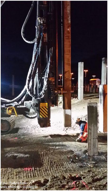 2016_12_08_stolberg_hbf_parkhausbau_einrammen_von_betonpfeilern_x2_f